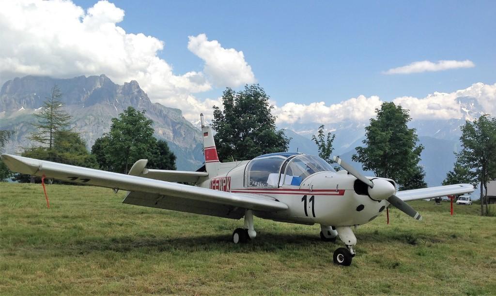 zweisitziges Flugzeug mit STOL Eigenschaften